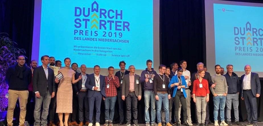 Sieger des DurchSTARTer2019 auf der Bühne