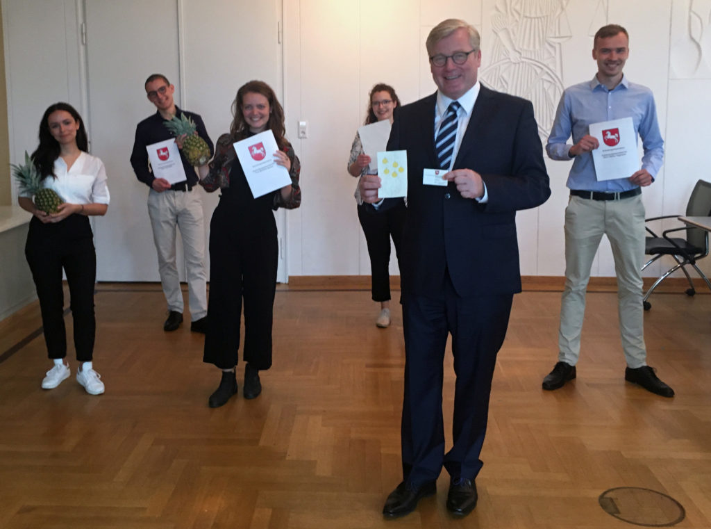Minister Althusmann übergibt das 100. Gründungsstipendium an das Startup Musa Fibra.