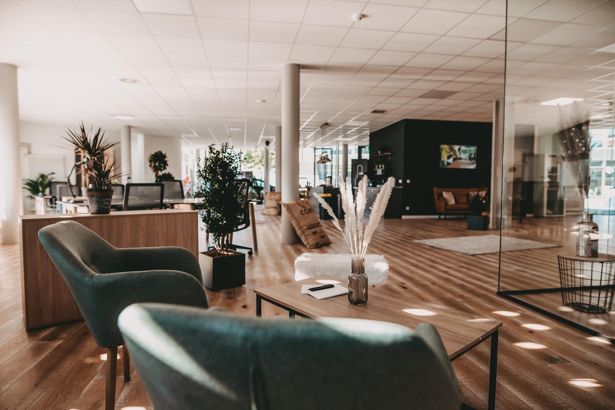 Das Bild zeigt einen Coworking-Space der Orangery von innen.