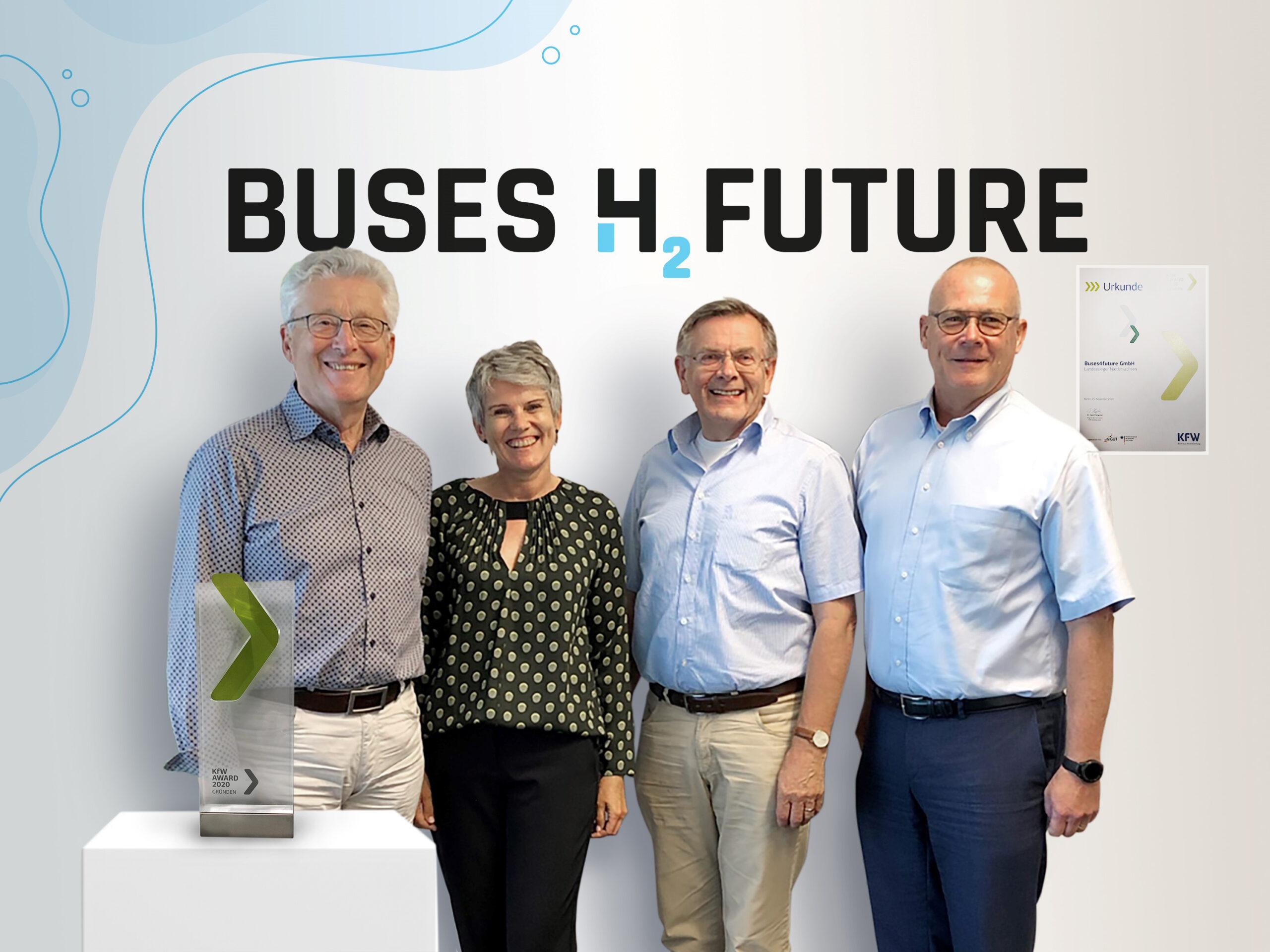 Die drei Gründer und eine Gründerin vom Startup Buses4Future mit dem KfW-Award Gründen 2020.