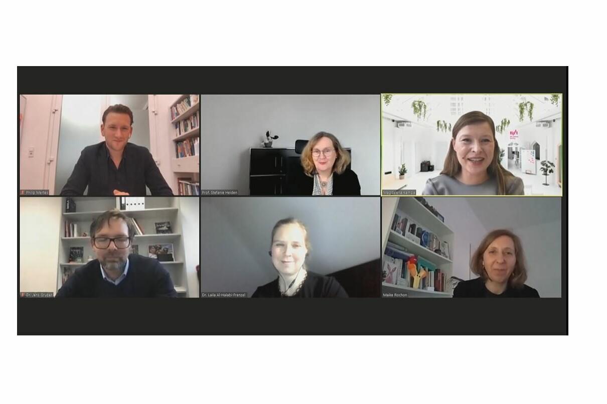 Virtuelle Podiumsdiskussion mit sechs Teilnehmern im Videokonferenzformat