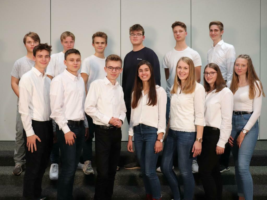 Foto des Teams von townaround. Zu sehen sind 13 Jugendliche.