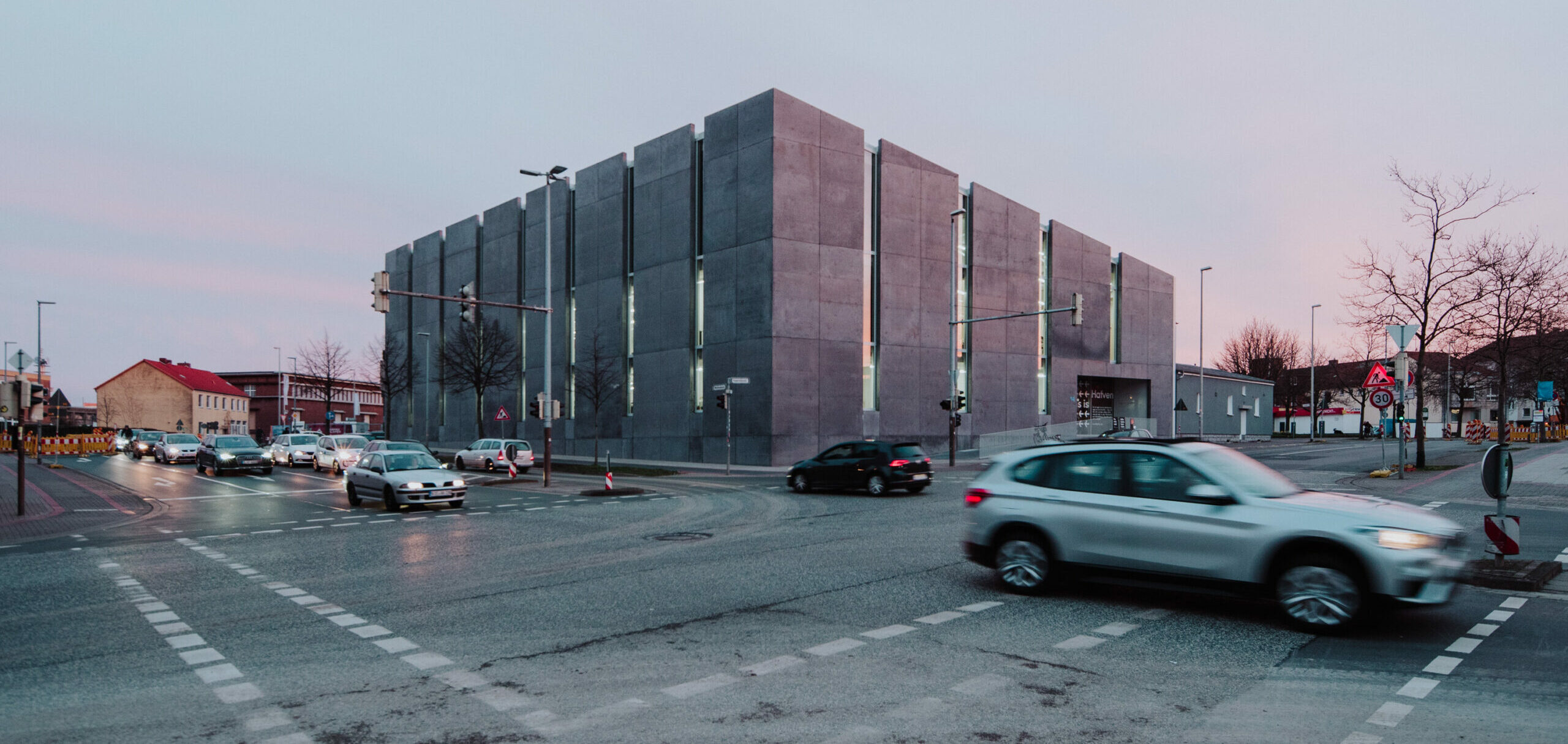 Das Bild zeigt die Aussenansicht vom Gebäude des Hafvens in Hannover.